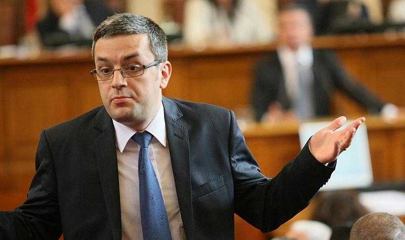 Биков изригна за скандалите в парламента: Радев не сме го избрали за икона и да се кръстим пред него, и той прави грешки