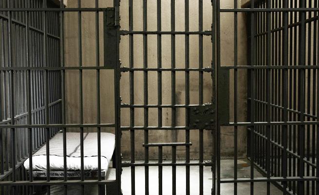 СКАНДАЛ! Българин лежи три месеца в затвор в Гърция! Жена му вдига ръце от дипломатите ни в Атина