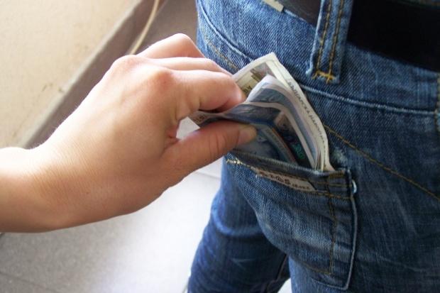 кражба крадец пари