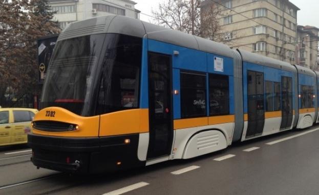 """Лек автомобил блокира движението на трамваите по бул. """"България"""" в"""
