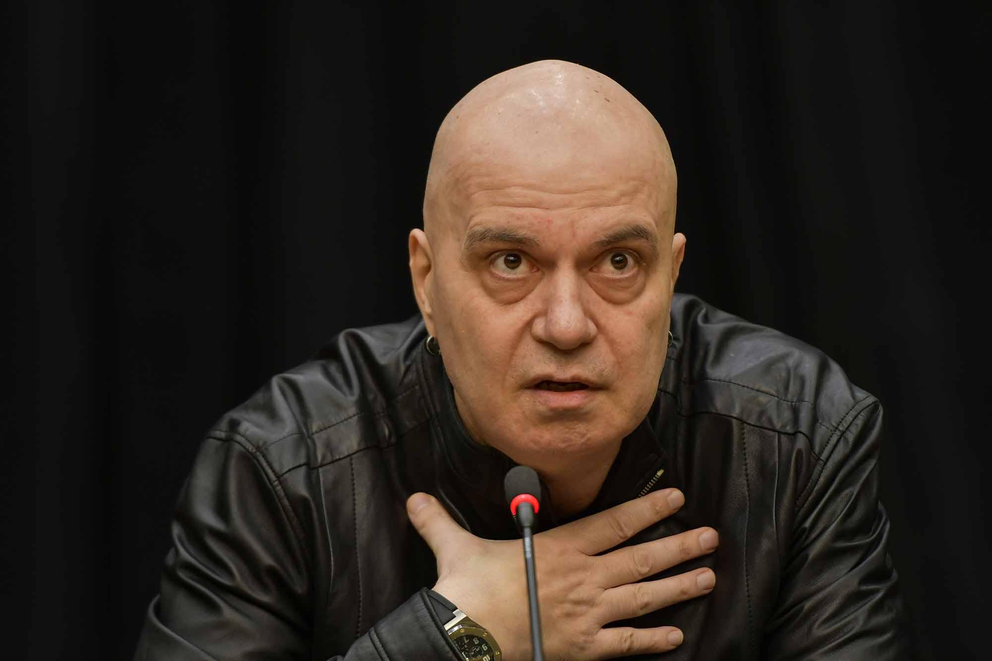 Слави Трифонов ще намери начин да въздейства на политиката, без