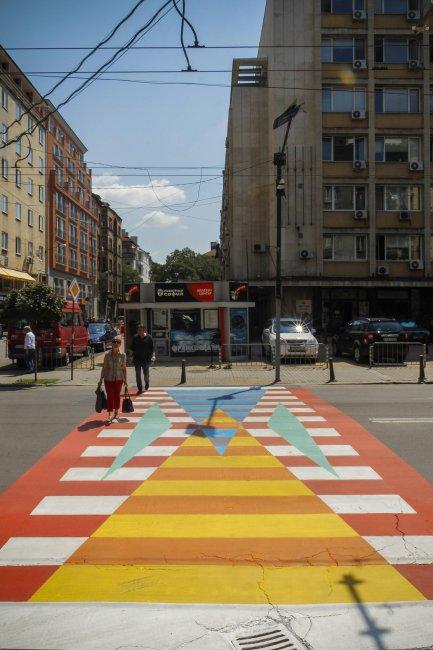 софия-осъмна-с-нови-по-шарени-пешеходни-пътеки-48163