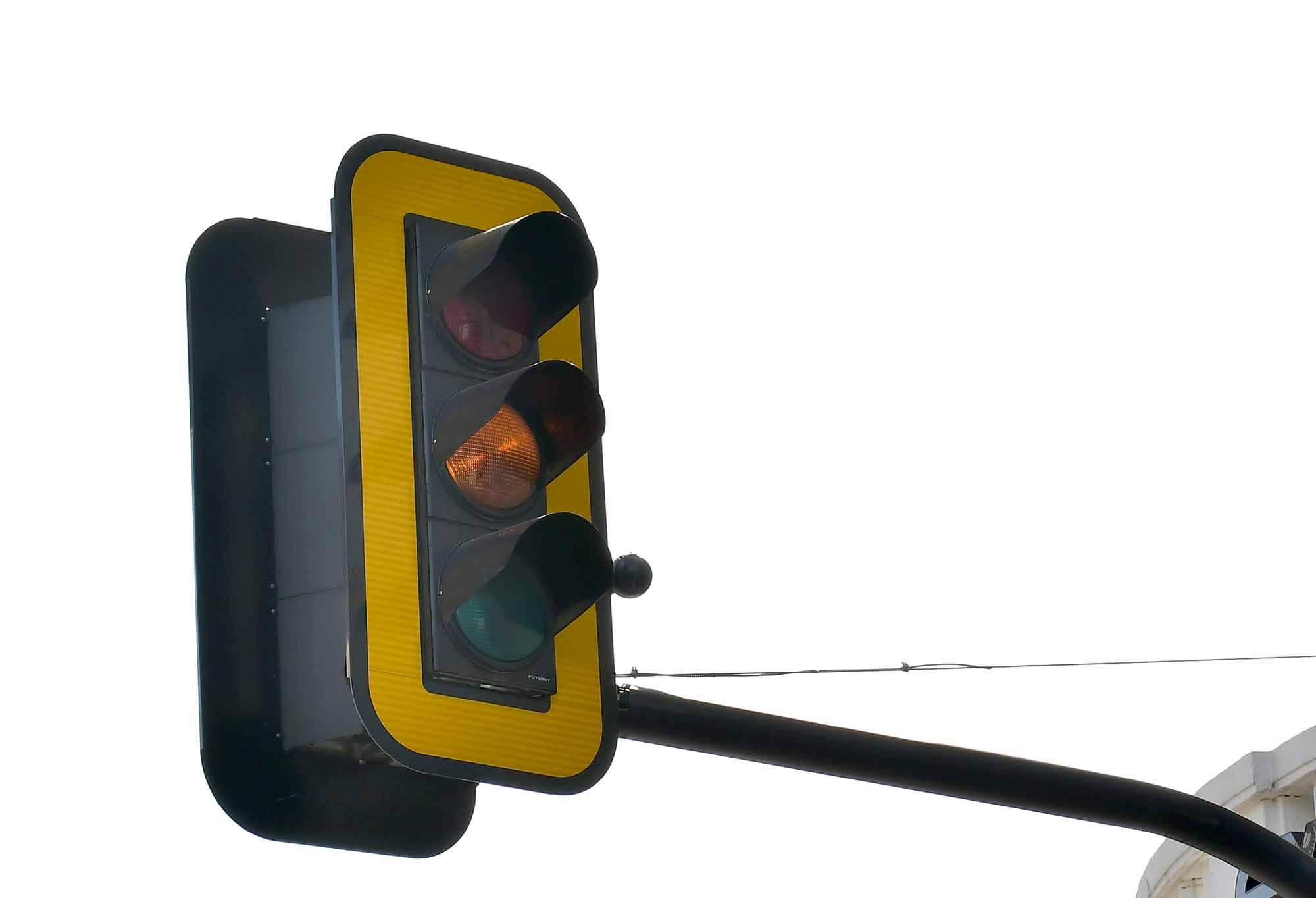 Снимка: Внимание на всички шофьори! КАТ с нови сурови глоби, ако на светофара…