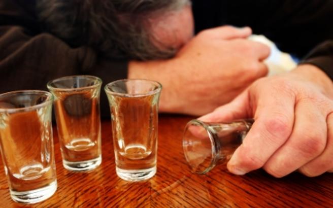 Чаша, алкохол, ракия, пиянство
