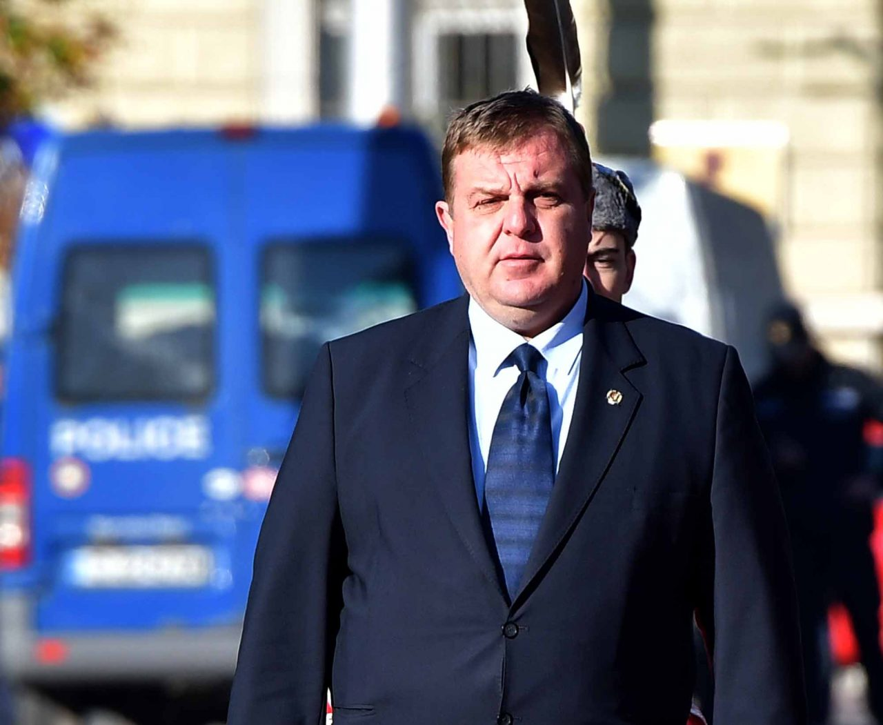 Каракачанов скочи срещу президента: Няма да харча милиарди, за да отбия номера! Проговори за пожара в коалицията…