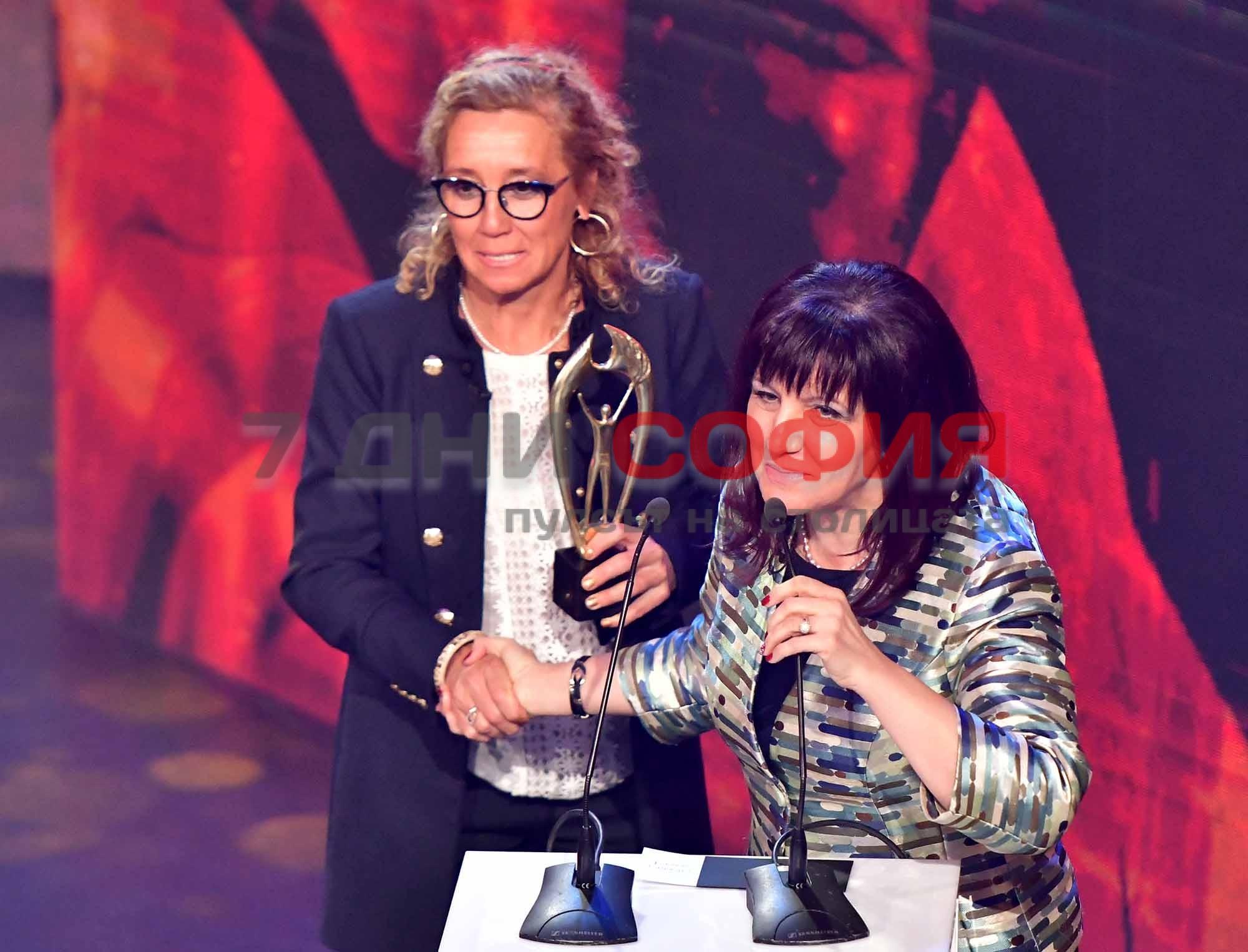 Снимка: Гришо е Спортист на годината, но каква беше тази гавра с майка му!? И кой пусна тази лезбийка на сцената?