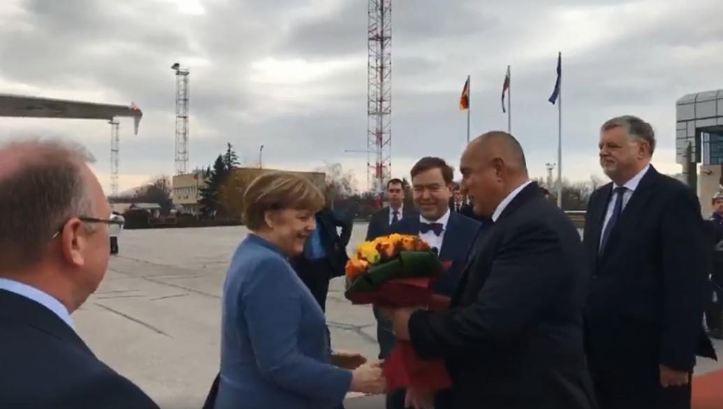 Премиерът Бойко Борисов посрещна германския канцлер Ангела Меркел в София.