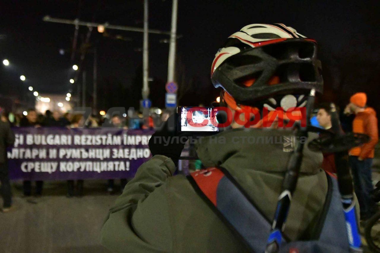Злокобно! Довечера не се меркайте из центъра на София! Приятели на Бойко организират протест, плашат с качулки, кръв, бой…
