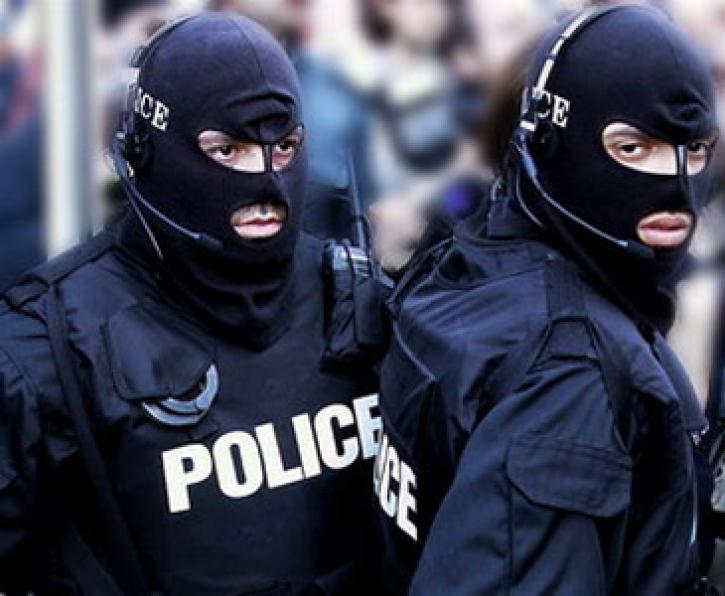 policiq.jpg