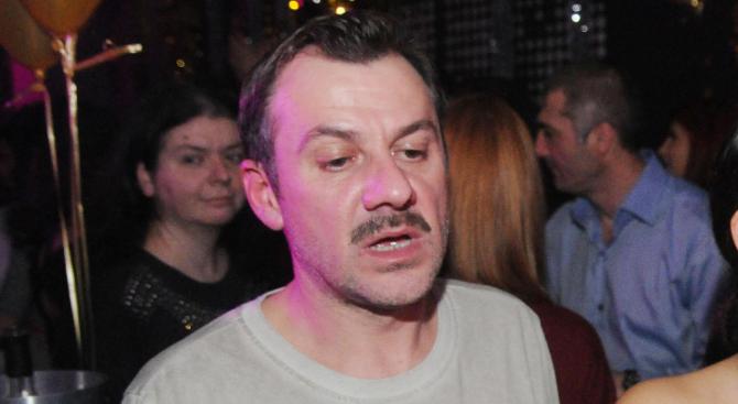 Актьорът Станимир Гъмов, явно не беше изтрезнял от предишната вечер,