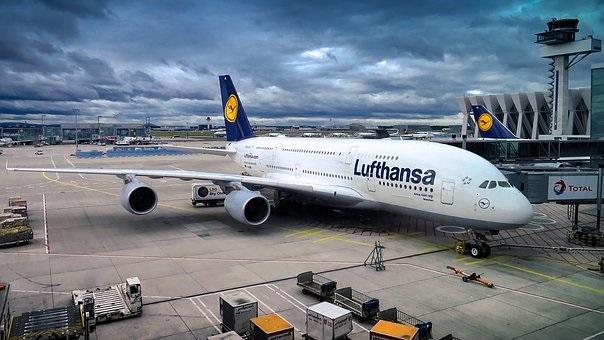 """Германската авиокомпания """"Луфтханза"""" ще анулира """"повече от 800"""" полета във"""