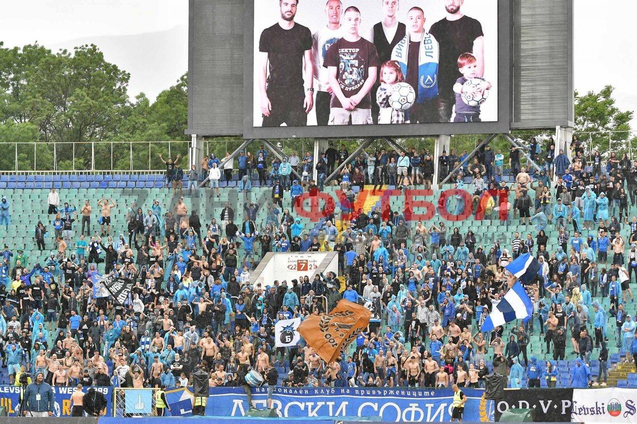 Централният защитник Холмар Ейолфсон потвърди, че остава в Левски и