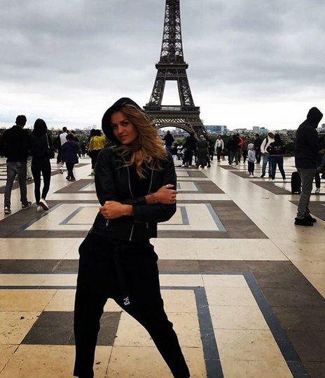 Хубавата Яна Димитрова събра много студ в Париж преди няколко