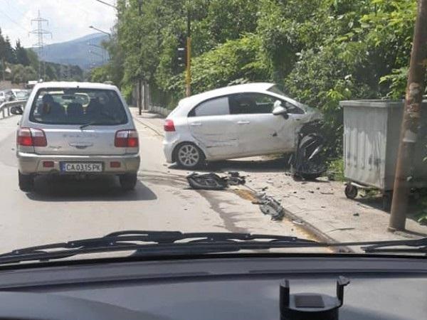 """Челно се удариха два автомобила на """"Симеоновско шосе"""" в столицата,"""