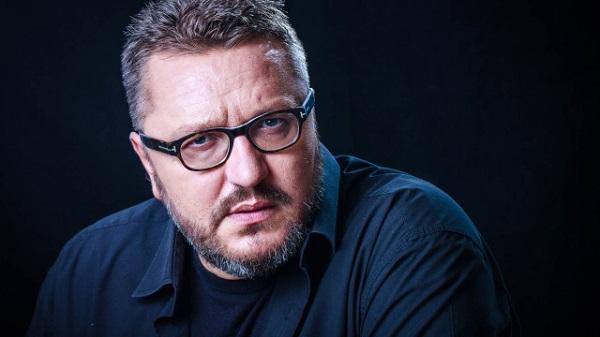 Журналистът Мартин Карбовски написа гневен текст по повод пътуването на