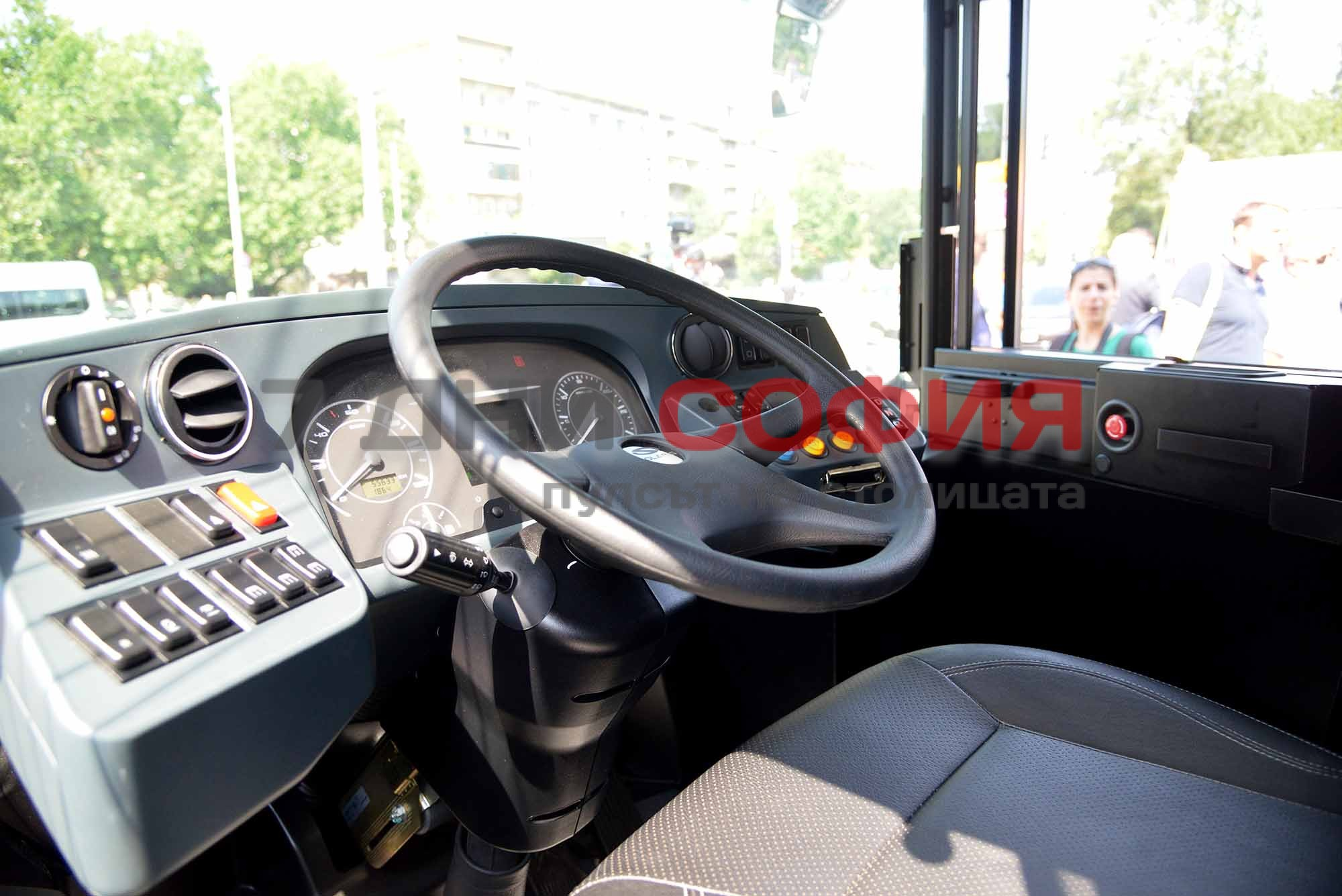 Снимка: Шокиращо! Столичани се чудят и маят какво е това нещо в автобус 314